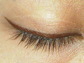 Tips Melentikan Bulu Mata Menjadi Lurus
