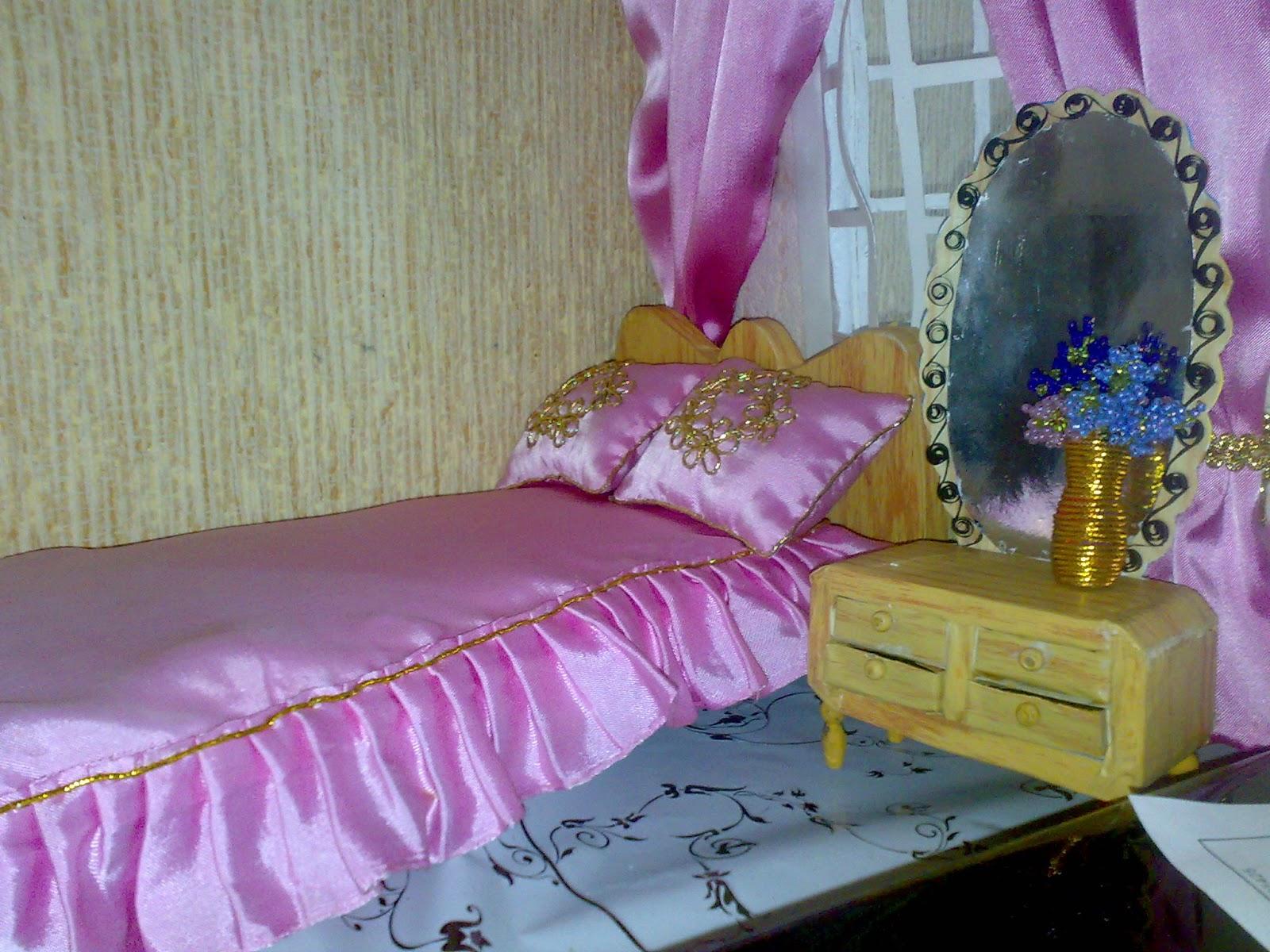 кукольный дом, кровать, тумбочка, зеркало, окно