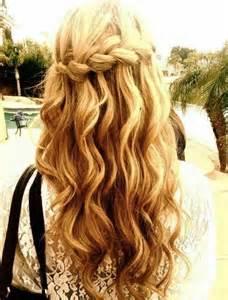 model rambut terkini wanita mermaid waves styles