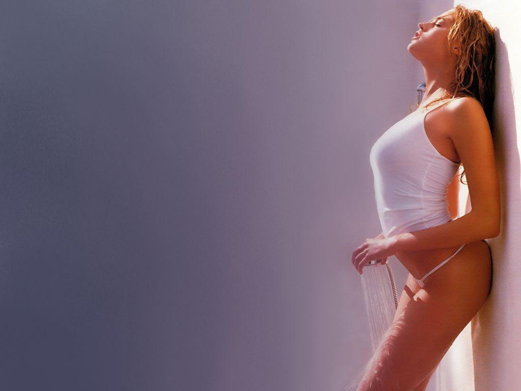 http://1.bp.blogspot.com/-E9KXqwdx08M/Tlp9q3jyFhI/AAAAAAAAAUo/_jhl7hpxGvA/s1600/Estella-Warren-in-hot-bikini-1.JPG