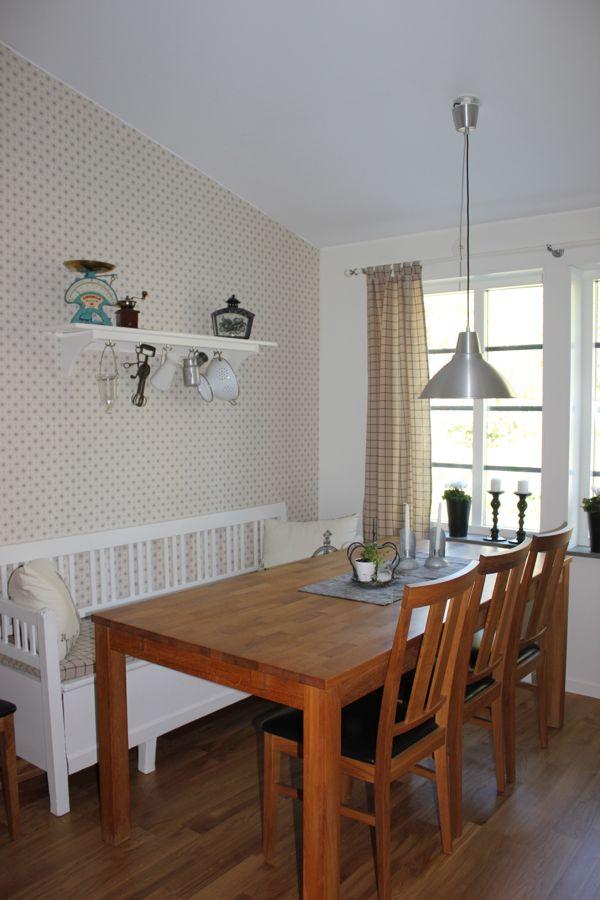 Avlastningsbord I Koket : et blev stor skillnad , tycker jag, att fo dit det vita bordet, vid