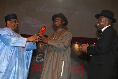 Governor Amaechi receives Vanguard Award from Gen.Ibrahim Babangida chiomaandy.com