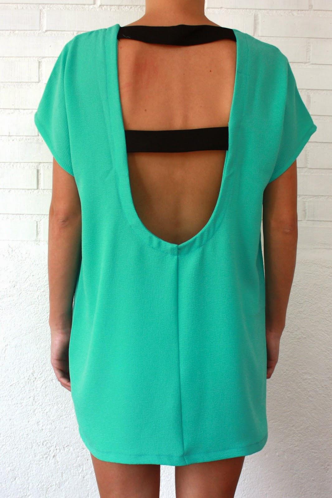 Vestido de crepé brocado color clorofila con escote de tiras paralelas en espalda - Jumper It