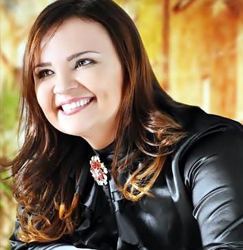 5 - Amanda Ferrari 'Sobreviventes': Após o estouro do disco 'Eu vejo Deus' lançado em 2011, a cantora Amanda Ferrari se tornou uma das cantoras pentecostais ... - Amanda%2BFerrari%2BEncartemandaFerrari08