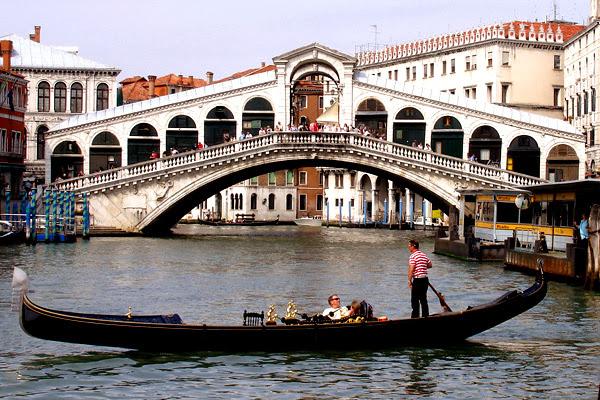 سوق ريالتو فى فينسيا