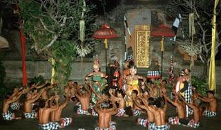 Pertunjukan Tari Kecak di Bali | Bulan Madu ke Bali bersama Enjoy Wisata