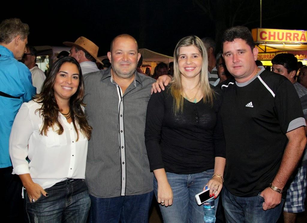 Vice-prefeito Márcio Catão e Cristiane Aguiar, prefeito Arlei e primeira-dama Alessandra Rosa