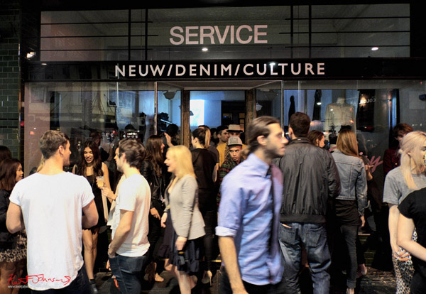 Service shop on Oxford Street Darlinghurst - crowd outside - Neuw Denim - Service Party - Fujifilm X-Pro1