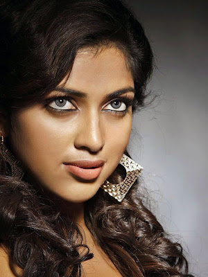 Actress Amala Paul Gallery glamour images