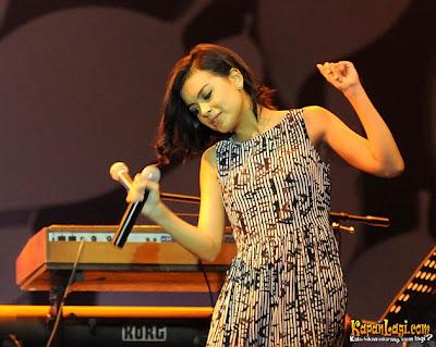 Koleksi Foto Perdana Eva Celia Lesmana Di Java Jazz