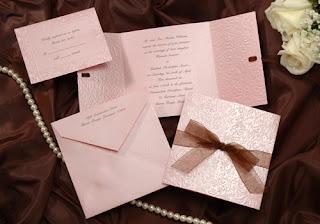Convites para casamento cor de rosa (imagem)