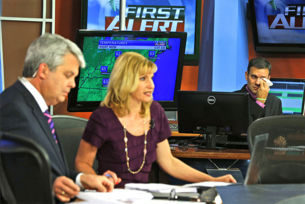 70 Of The Most Touching Photos Taken In 2015 - WDBJ-TV7 meteorologist Leo Hirsbrunner cries as anchors Kimberly McBroom and Steve Grant announce the deaths of reporter Alison Parker and cameraman Adam Ward.
