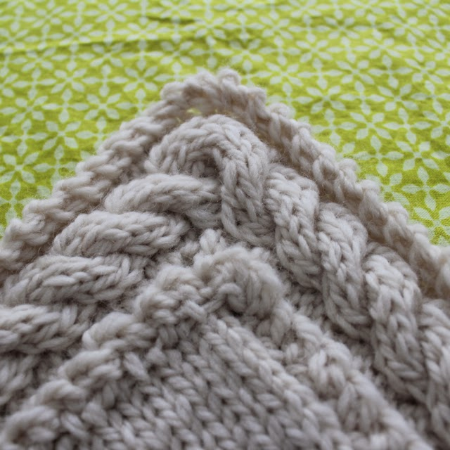 Rachael Rabbit: Tutorial: Continuous Cable Border