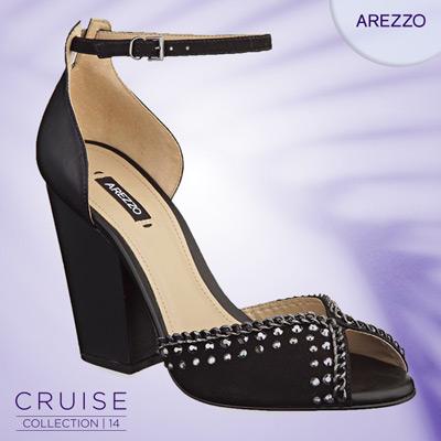 sandália preta com tachas Arezzo verão 2014