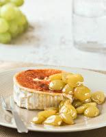 Rulo de cabra a la pimienta con chutney de uvas