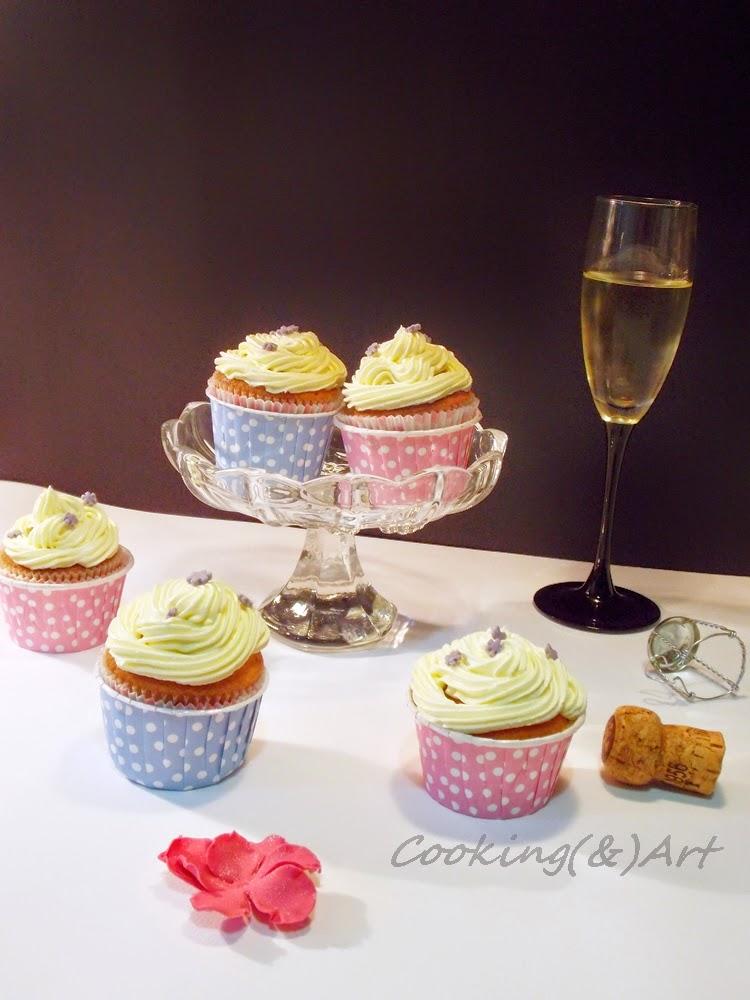 cupcakes βανίλιας με βουτυρόκρεμα σαμπάνιας / vanilla cupcakes with champagne buttercream !