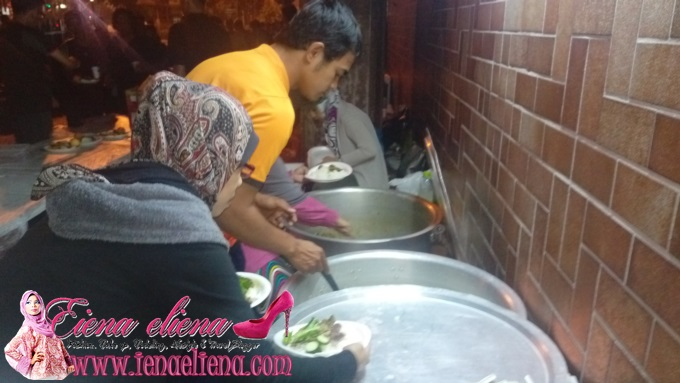 Share a meal with the poor and needy by ‪‎1Charity‬ - 1 Oktober 2015