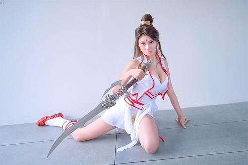 Người mẫu game ngực khủng bố hơn 100cm 7