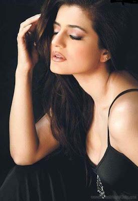 Ameesha Patel Bollywood Actress HQ Wallpaper