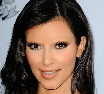 Kim Kardashian with no eyebrows www.thebrighterwriter.blogspot.com