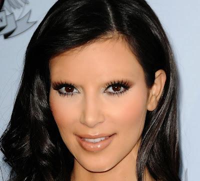 Kim Kardashian with no eyebrows www.thebrighterwriter.blogspot.com