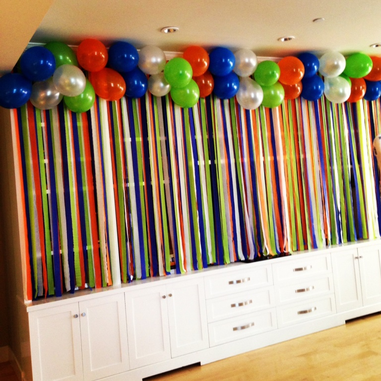 R r creations real life party goofy party for How to make a balloon and streamer backdrop
