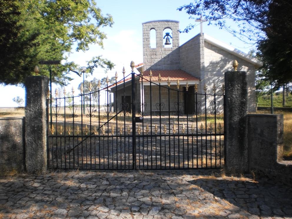 Entrada do adro da Capela na Felgueira