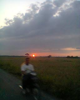 Matahari Terbenam Di Kecamatan Madat Aceh Timur
