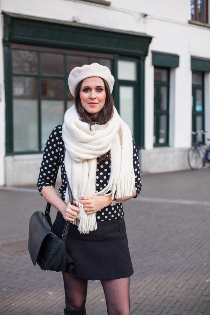 Outfit: 60s retro in polkadots, mini skirt and beret