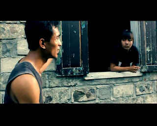 Dialog dalam Film Sakti menggunakan bahasa Jawa