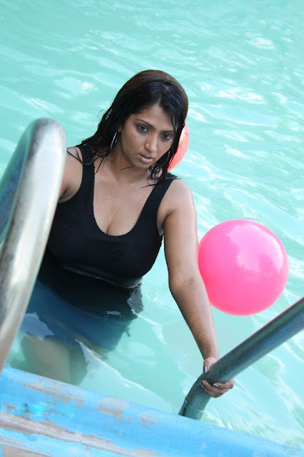 Bhuvaneswari hot stills