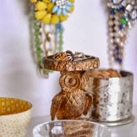 http://www.thechroniclesofhome.com/2014/02/jewelry-organization-station.html