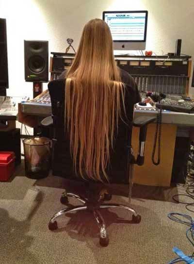 شعر بنت طويل جدا