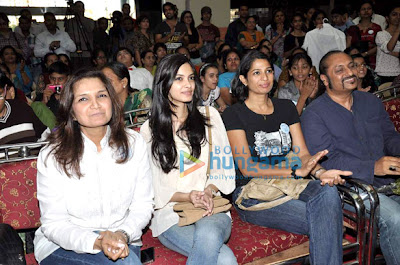 Diana Penty  snapped with kids at Priyanj Special School