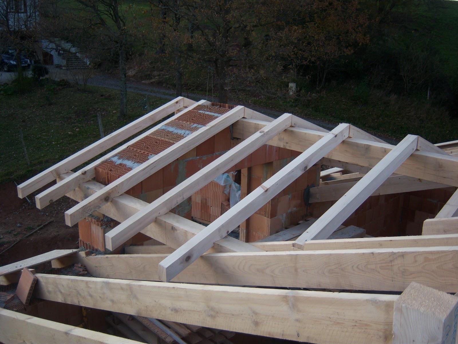 Andocarpinteando tejado con aislante de fibras de madera for Tejados de madera a dos aguas