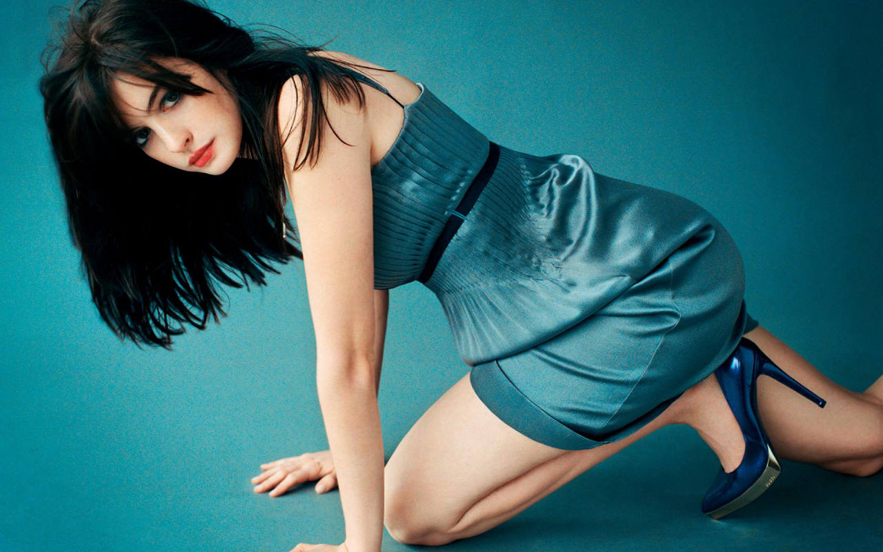 http://1.bp.blogspot.com/-EE2w5Qz4Fz4/UVV9z3oOdZI/AAAAAAAAD28/V-GwKc1T4jU/s1600/anne+hathaway+wallpaper+in+hd+hollywood+actress.jpg