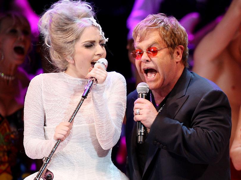 """Elton John critica el álbum """"ARTPOP"""" de Lady Gaga."""