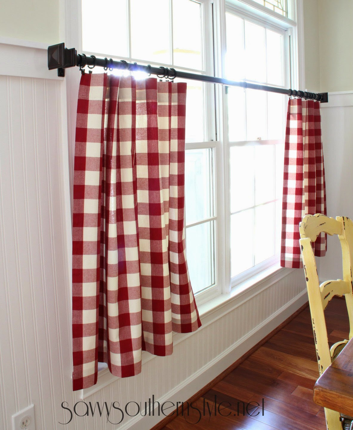 Red gingham curtains - Did You Guess Which Room I M Working On With The Peeks I Ve Been Giving You Yes The Breakfast Room And Kitchen Got A Fresh Coat Of Paint And I Will Share