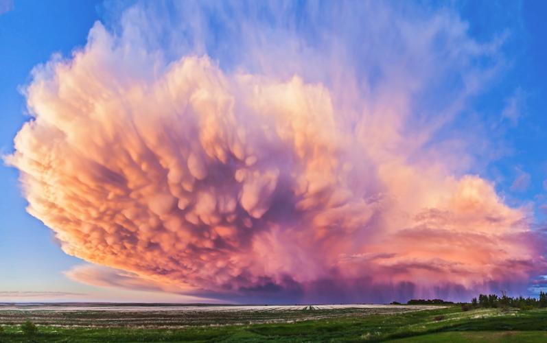 Bienvenidos al nuevo foro de apoyo a Noe #271 / 30.06.15 ~ 03.07.15 - Página 37 Estas+nubes+Mastodonticas+o+Mammatus,+fueron+captadas+en+Alberta,+Canada+por+el+fotografo+Alan+Dyer+...+2