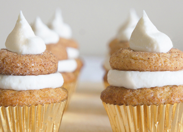 Sugary & Buttery - Mini Snickerdoodle Cupcakes with Sour Cream Frosting