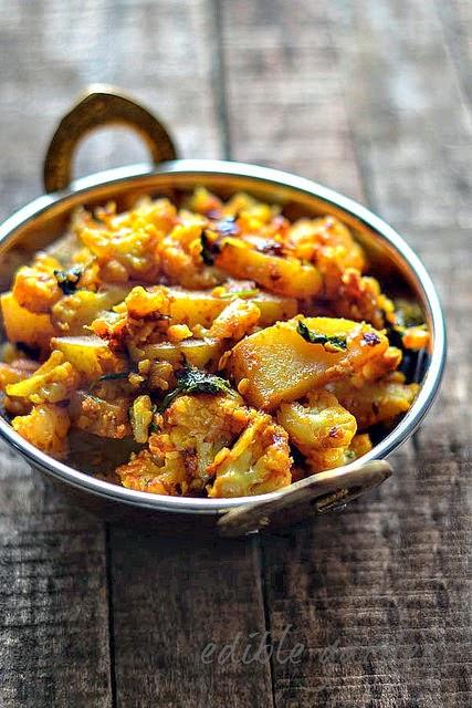 Aloo Gobi Recipe - Dry Aloo Gobi Sabzi Recipe - Potato Cauliflower Dry ...