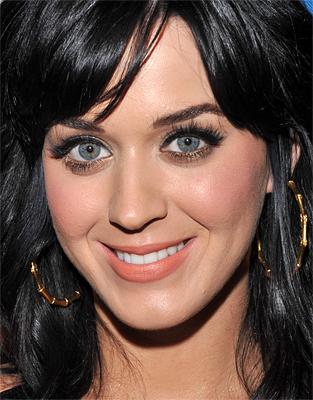 katy perry s real name is katy hudson ,so is she related to kate hudson?