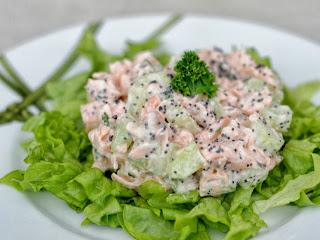 Salade de saumon au concombre et graines de pavot