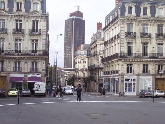 Traveler guide paris for a moment - Place saint pierre paris ...