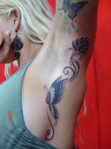http://1.bp.blogspot.com/-EEnzi5cUhm4/Th1GGpxzz-I/AAAAAAAABnY/NdIDLzljjvw/s1600/unique-female-tattoo-designs-2.jpg