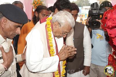 Shri Ashok Singhal of Vishwa Hindu Parishad visits Prem Mandir, founded by Jagadguru Kripaluji Maharaj