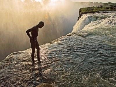 http://palingmuda.blogspot.com/2014/04/foto-kolam-renang-setan-di-zambia.html