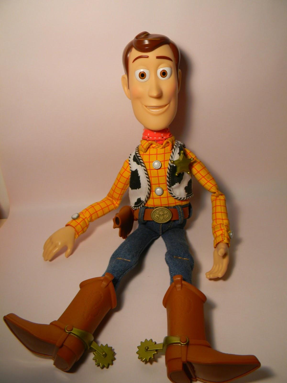 Una vez que hallamos liberado a Woody de los embalajes podremos disfrutar  de su compañia en nuestra habitaciòn 3bbcd1128ca