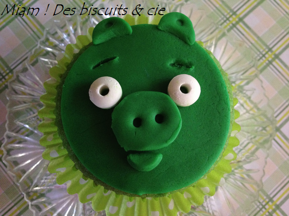 Cupcakes au pandan angry birds cochons miam des biscuits - Cochon angry bird ...