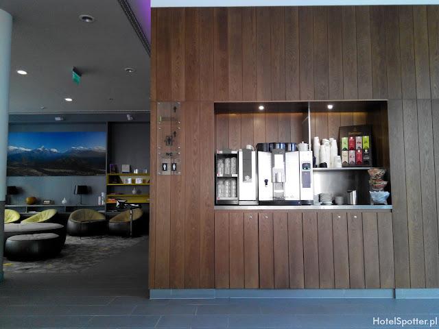 PURO Hotel Wroclaw - darmowa kawa w ekspresie w lobby